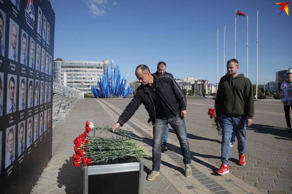 Мемориал, где любой желающий мог возложить цветы.