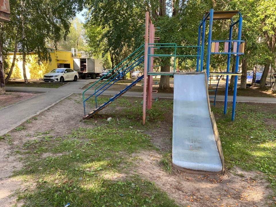 Общественники Тюмени проинспектировали детские площадки. Фото - ОНФ.