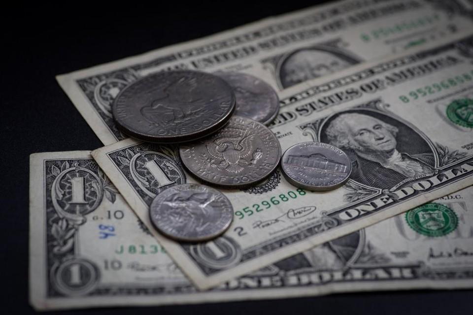 Доллар снизился по отношению к тенге