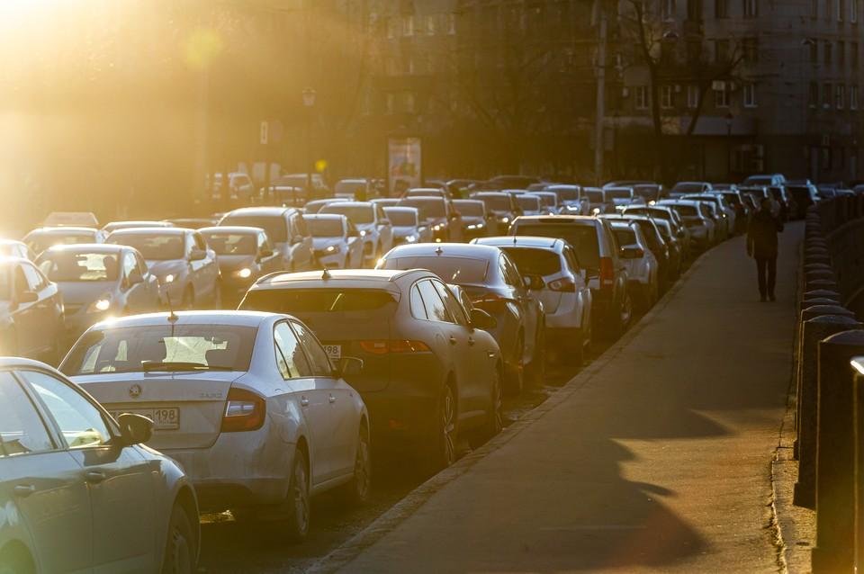 Аномальные пробки в Петербурге продержатся еще несколкьо дней.