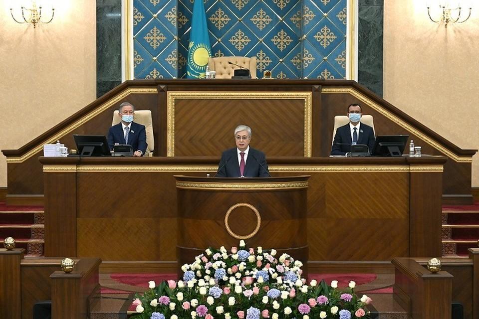 По убеждению президента, страна защитила и укрепила свою независимость, имеет четкий план социально-экономического развития аж до 2025 года, запустила политические реформы.
