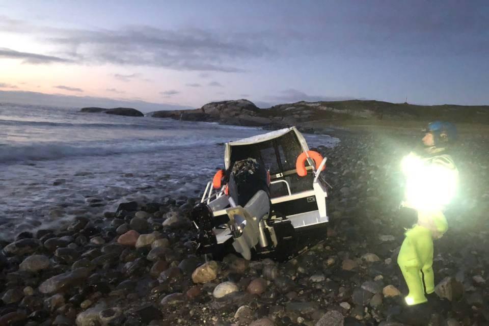 Два пассажира катера погибли, один выжил, еще двух ищут. Фото: Мурманская транспортная прокуратура