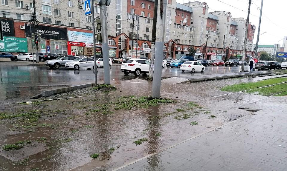 Так после ливня выглядит пересечение улиц Жукова и Маяковского.