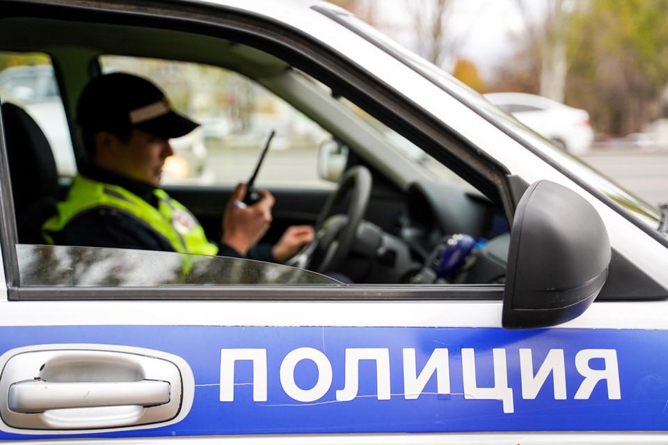 Сейчас мужчину, устроившего переполох, ищет полиция.