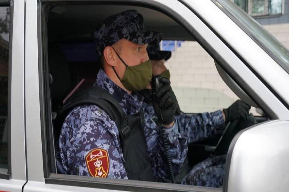 Росгвардейцы заметили молодых людей во время планового патрулирования улиц. Фото: 43.rosguard.gov.ru