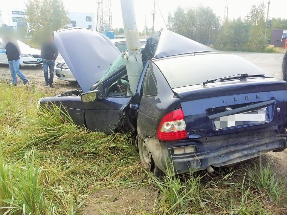 В Нижневартовске водитель «Лады» чудом выжил в жуткой аварии Фото: УГИБДД России по ХМАО-Югре