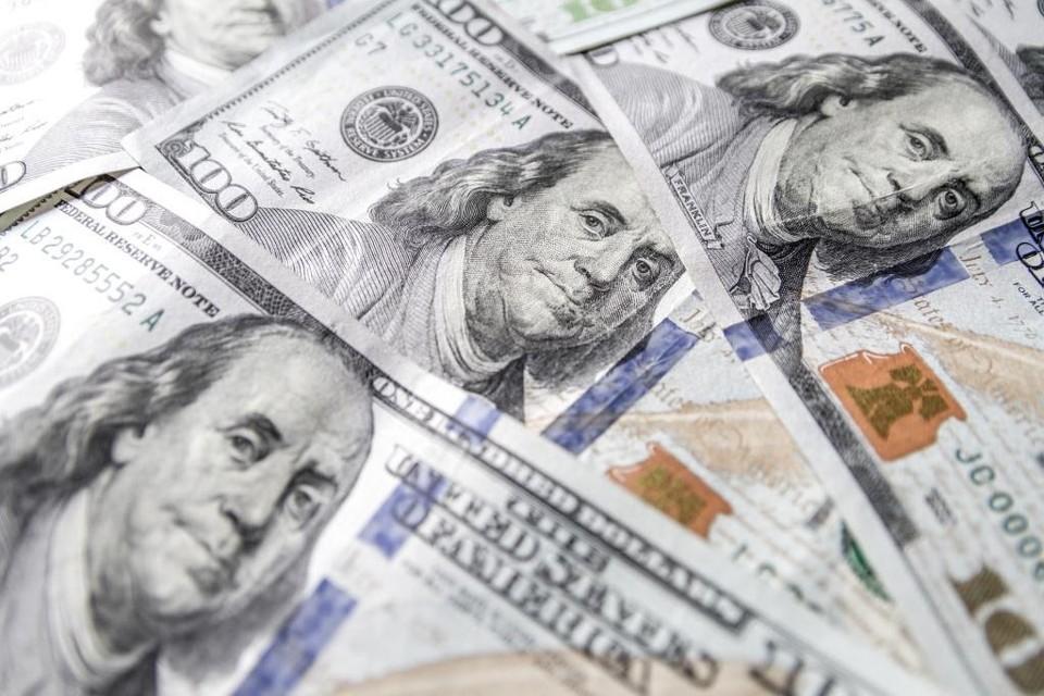 Американская валюта немного подорожает на выходных