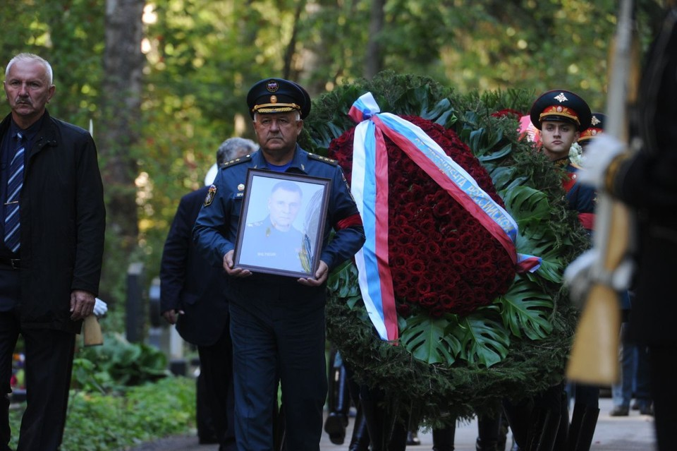 В Петербурге начались похороны главы МЧС Евгения Зиничева