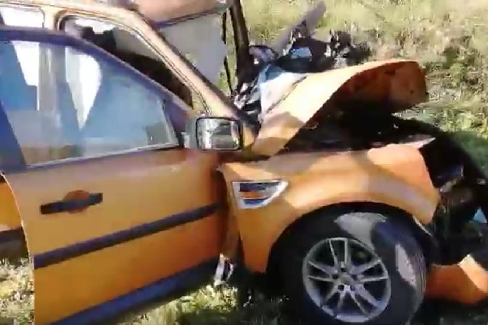 Водитель Land Rover погиб, врезавшись в грузовик на трассе под Иркутском