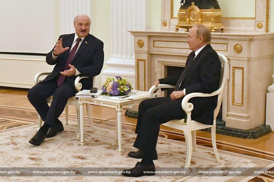 Пресс-секретарь Лукашенко раскрыла подробности содержимого его чемоданчика, с которым он ездил к Путину. Фото: president.gov.by