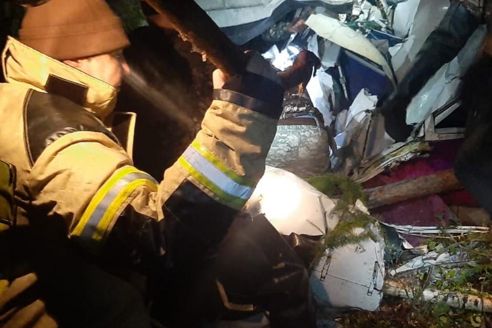 Выжившие при жесткой посадке пассажиры самолета L-410 эвакуированы, только трое могут передвигаться сами