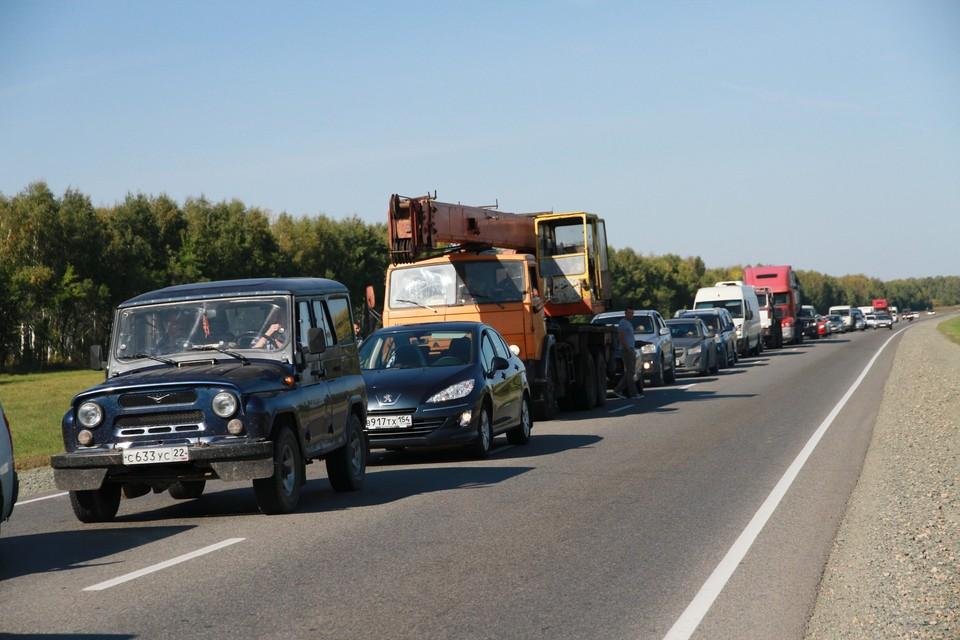 По словам очевидцев, столкнулись четыре автомобиля