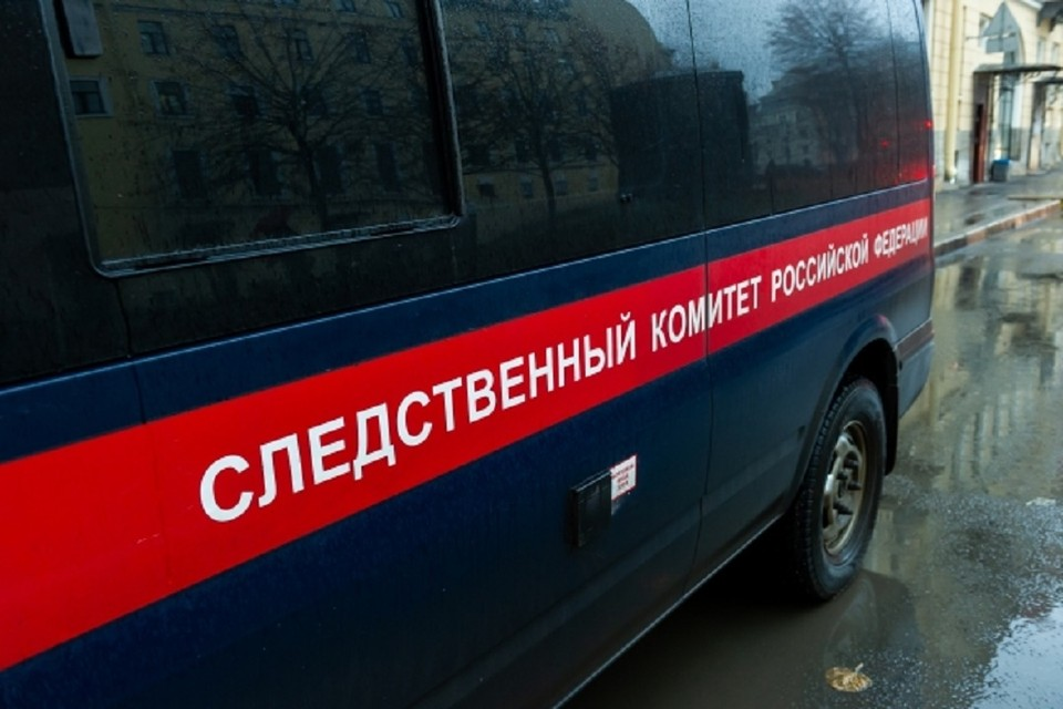 Следователи проводят проверку после смерти скульптора Игоря Самарина в новосибирском отеле.