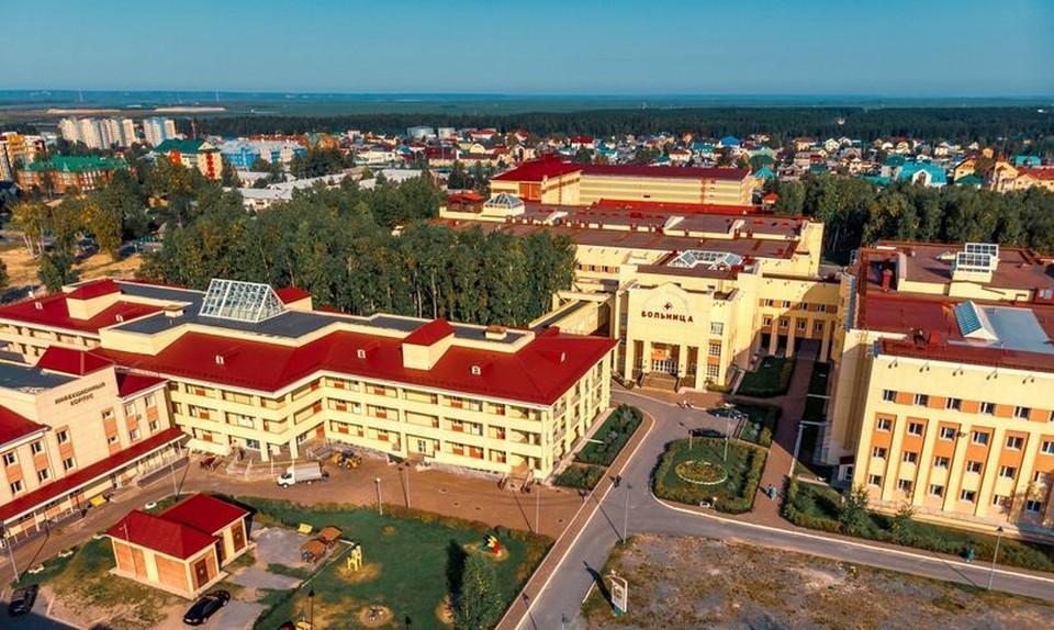В парковой зоне больницы Ханты-Мансийска вырубят аварийно-опасные деревья Фото: Департамент здравоохранения ХМАО-Югры