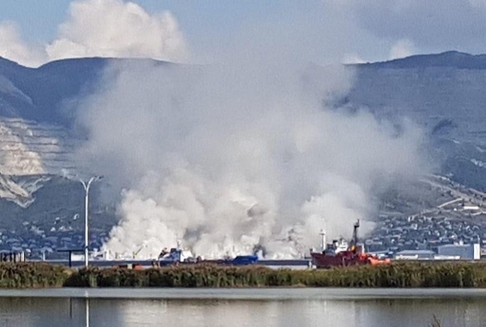 Дым в районе Шесхариза заметили местные жители. Фото: БОЛТАЛКА NVRSK