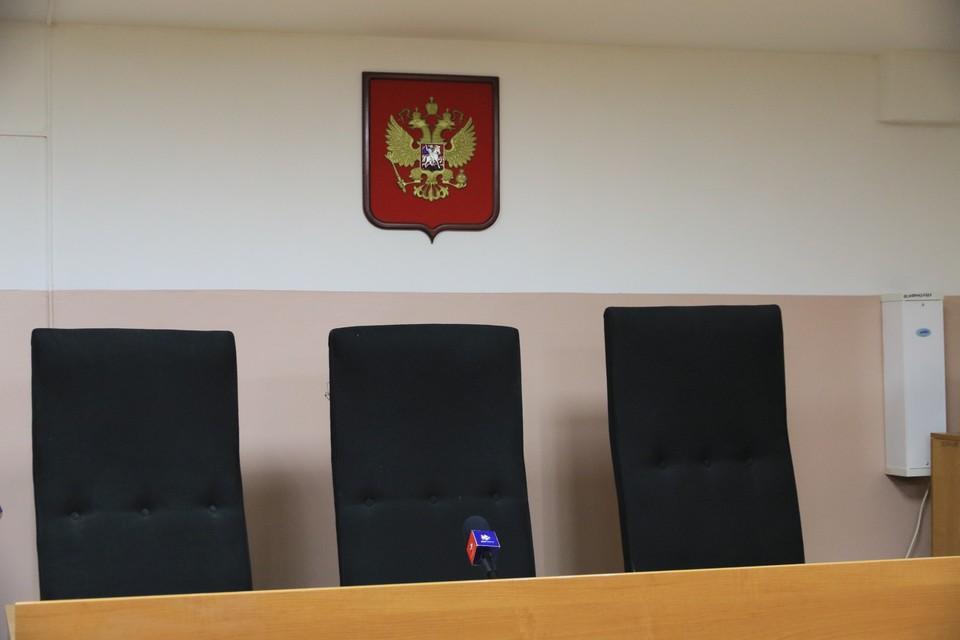 На них супруга бывшего вице-мэра устроила скандал после того, как приговор озвучили в зале суда