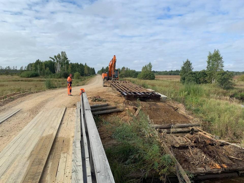 Завершить все работы подрядчики должны до конца ноября. Это позволит сохранить транспортную доступность для более чем 7 тысяч жителей отдаленных поселков. Фото: правительство Хабаровского края.