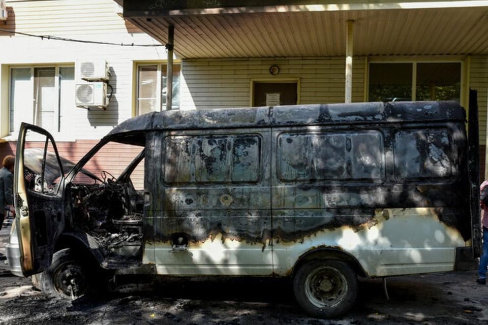 По предварительной информации возгорание машины произошло из-за замыкания электропроводки. Фото: ДАН