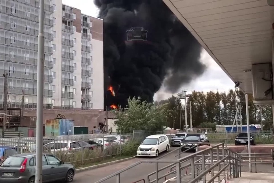 Видео пожара на Норильской в Красноярске 14 сентября 2021 опубликовали в соцсетях. Скрин из видео ЧП Красноярск