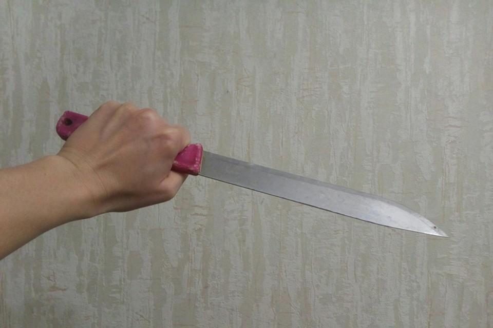 Бывшая невестка пыталась убить свекровь тремя ножами