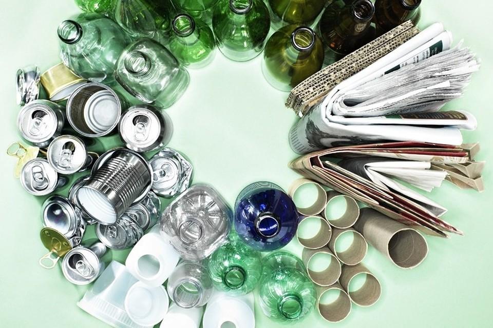 В экопункт можно будет сдать стекло, ПЭТ-бутылки, макулатуру, картон, полиэтилен, пластик, алюминиевые банки и батарейки.