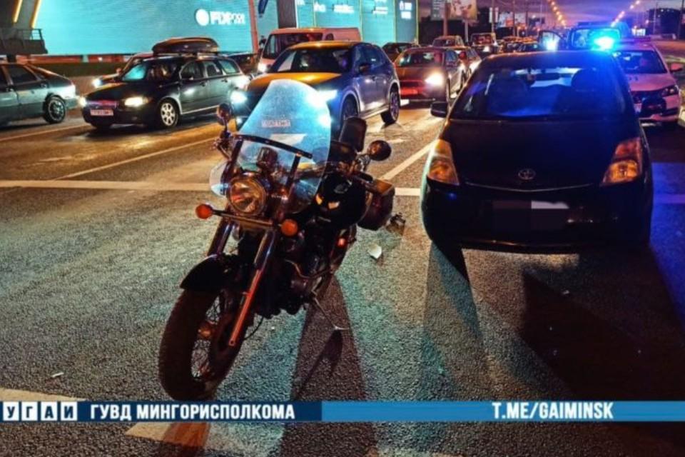 Мотоцикл и легковушка столкнулись в Минске – байкер госпитализирован. Фото: УГАИ ГУВД Мингорисполкома