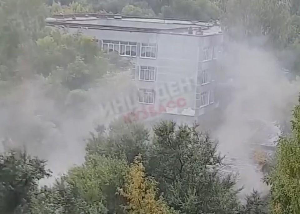 В Кемерове произошел пожар на территории школы. Фото: ВКонтакте/inc_kuzbass.