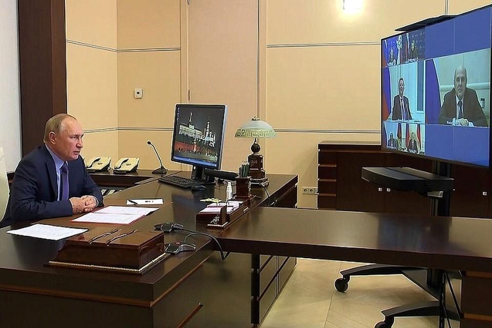 Из-за самоизоляции Путин не отменяет запланированные встречи и мероприятия. Фото: пресс-служба Кремля.