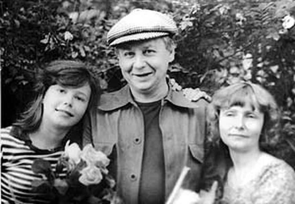 Актерская семья: Олег Павлович с женой Людой (справа) и дочкой Сашей.