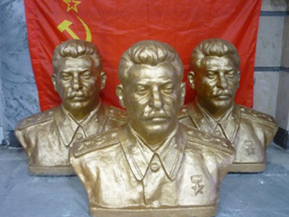 """Вот такие бюсты """"отца народов"""" подарили России осетинские коммунисты."""