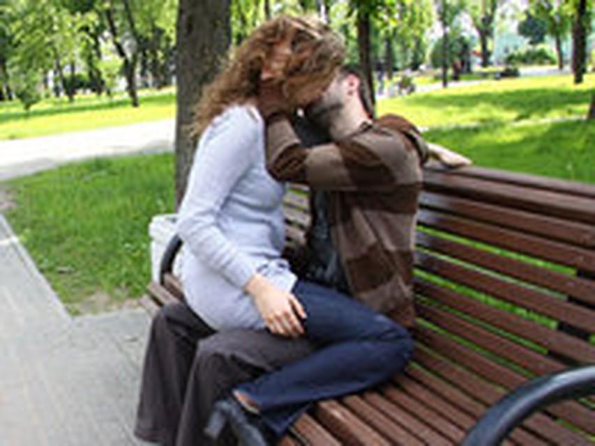 Девушка разделась пред учителе и целовалась с ним видео