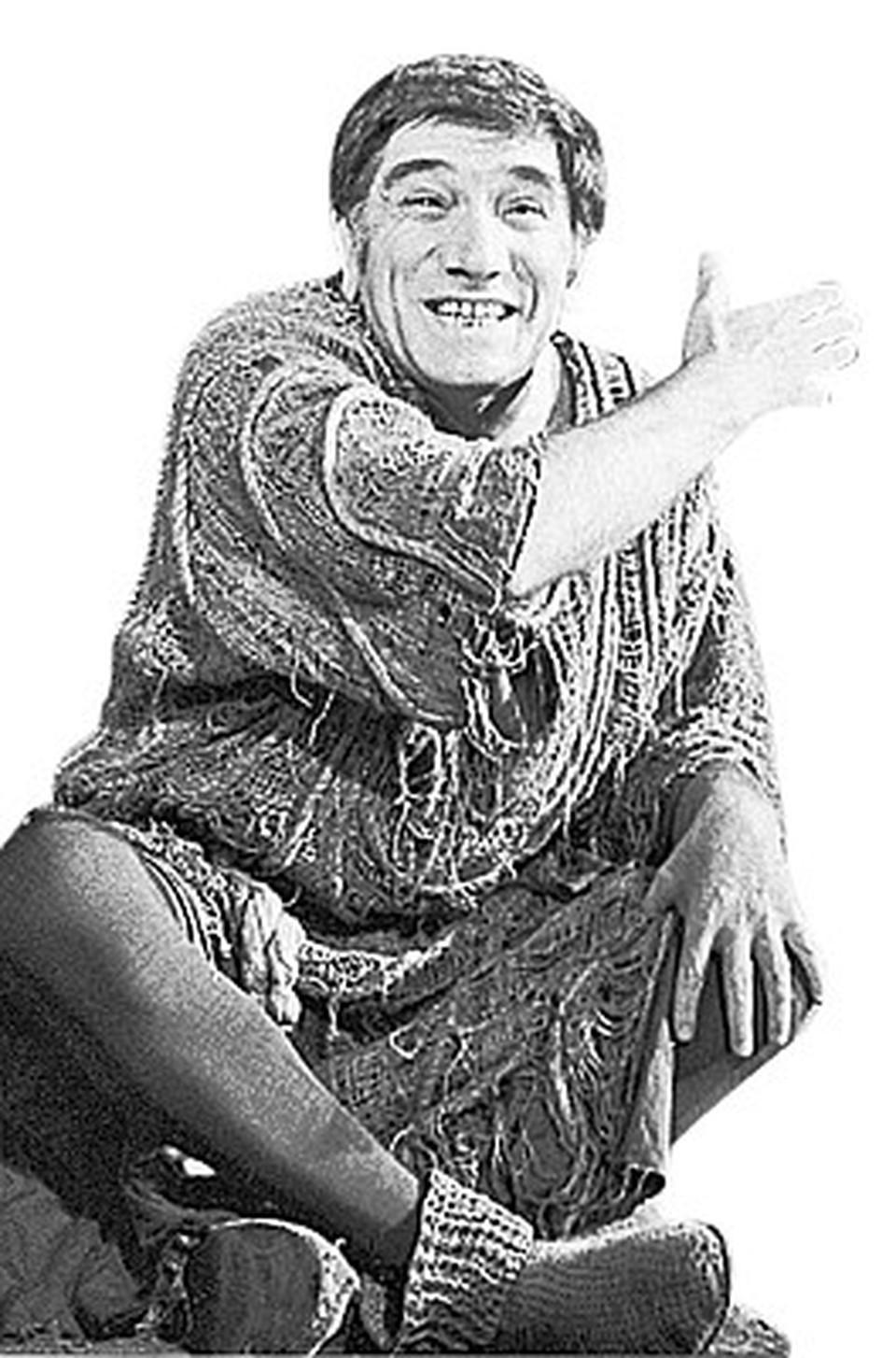 На сцене: актер Армен Джигарханян в роли Сократа.