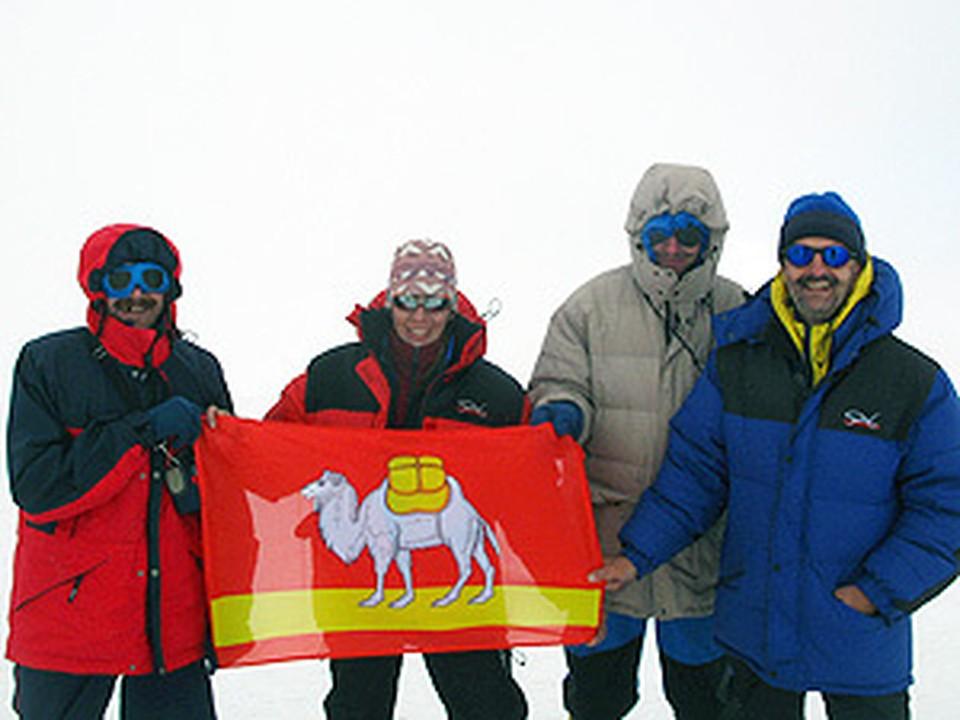Южноуральские альпинисты взобрались на Казбек — одну из самых высоких гор Кавказа.