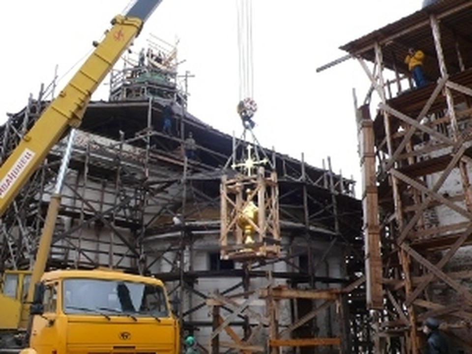 Крест на Троицкий храм женского Воскресенского Горицкого монастыря был изготовлен в Череповце.