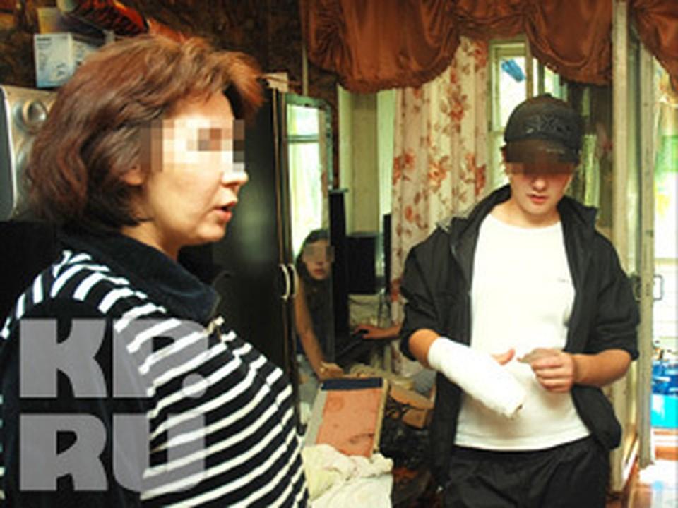 В Кузбассе судят 16-летнюю девушку за убийство отчима.