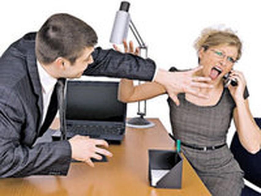 Женщина вернулась на работу и застала начальника