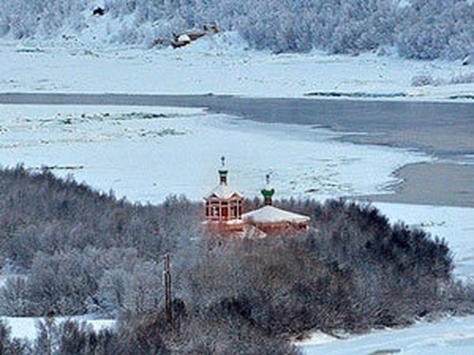 Церковь святых Бориса и Глеба на реке Паз привлекает и паломников, и туристов, но очень труднодоступна из-за режима погранзоны.