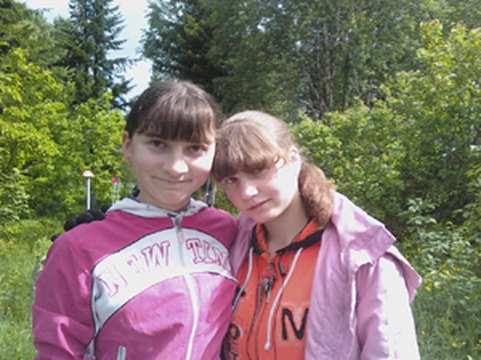 огибшая Наталья Родченко (слева)