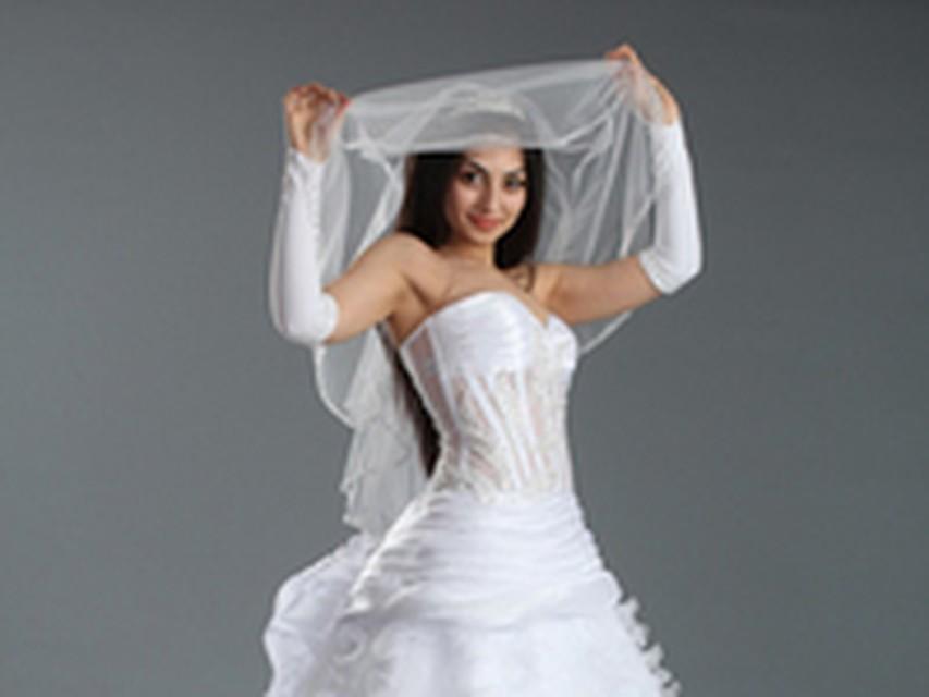 fdb2c6314635 Свадебная мода в Ижевске  длинное платье и легкий макияж