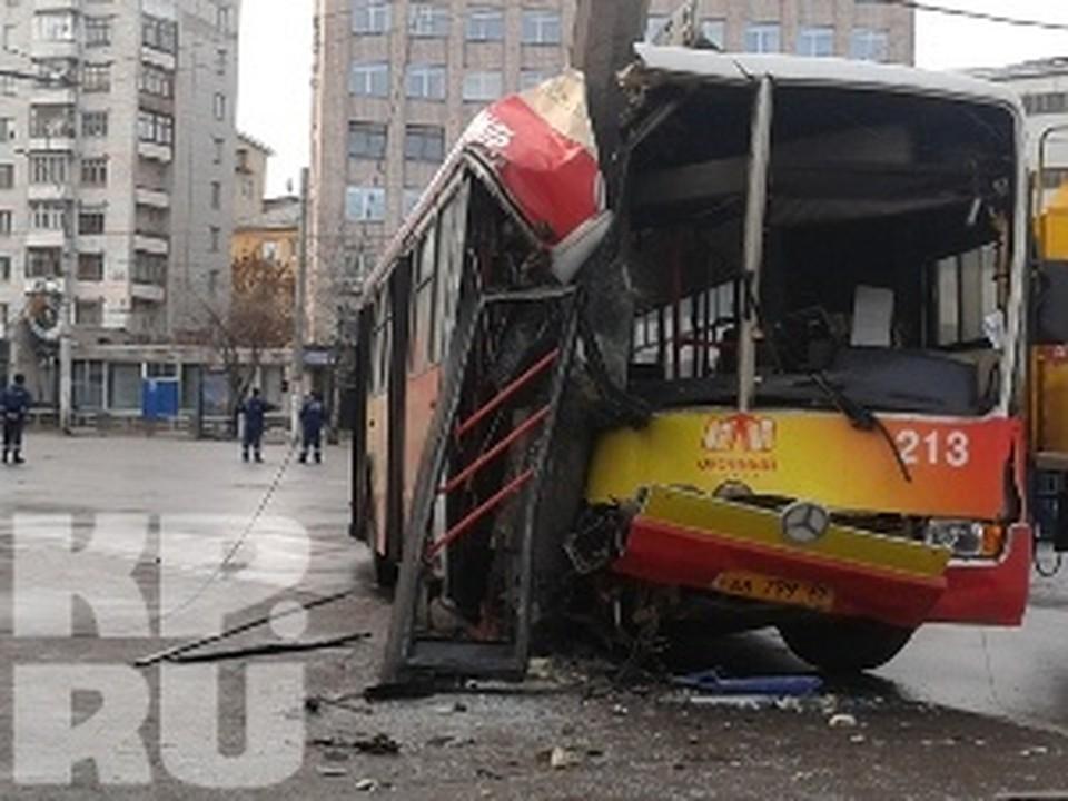 12 пассажиров автобуса пострадали при ДТП в центре Вологды.
