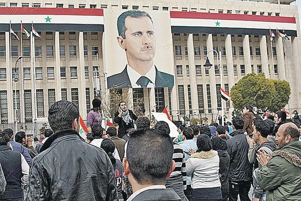 Манифестация проходила перед зданием Центробанка под пристальным взором главы государства.