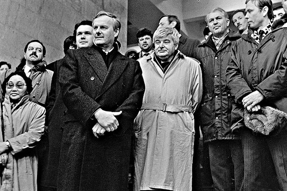 1992 год: Анатолий Собчак и Гавриил Попов открыли метро.