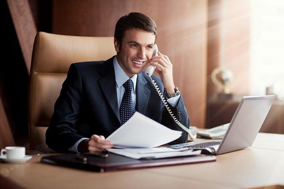 бизнесмен с телефоном картинка цену оборудования для