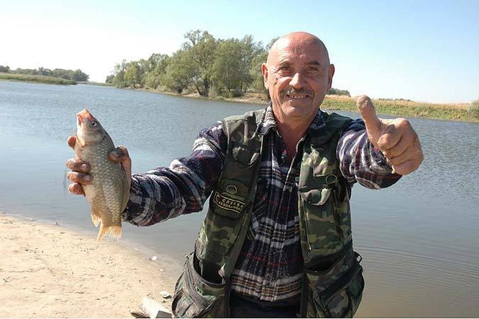 - Ловись рыбка, большая и маленькая.