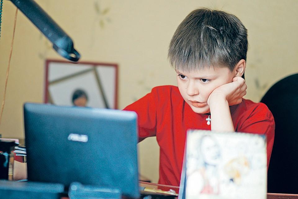 У Марка феноменальная память: в два-три года он умножал трехзначные цифры. Сами видели: двухлетний малыш, с трудом произнося слова, ни разу не сделал ошибки в умножении!