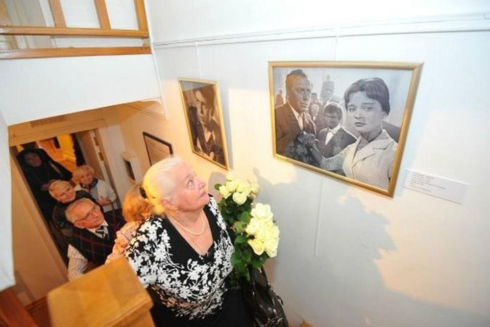 Вдова актера Надежда Каратаева познакомилась с Анатолием Папановым,  когда они были студентами ГИТИСа.