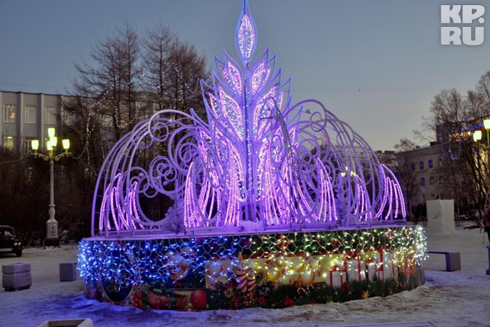 В эту новогоднюю ночь световой фонтан у ДК Кирова станет достойным конкурентом главной елке города.