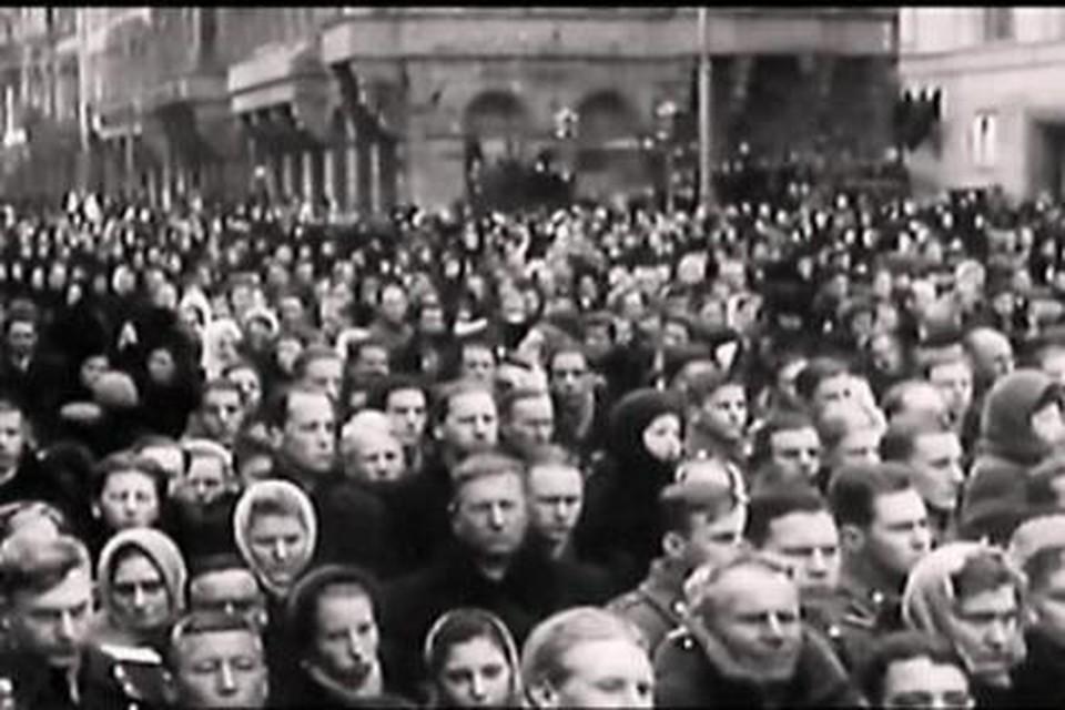 В давке на похоронах погибло сотни людей