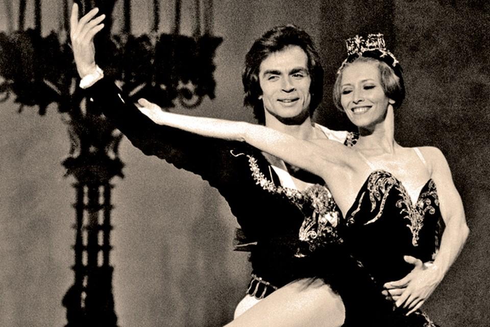 После побега Нуриев станцевал на лучших сценах мира (на фото с другой «беженкой» - балериной Макаровой).