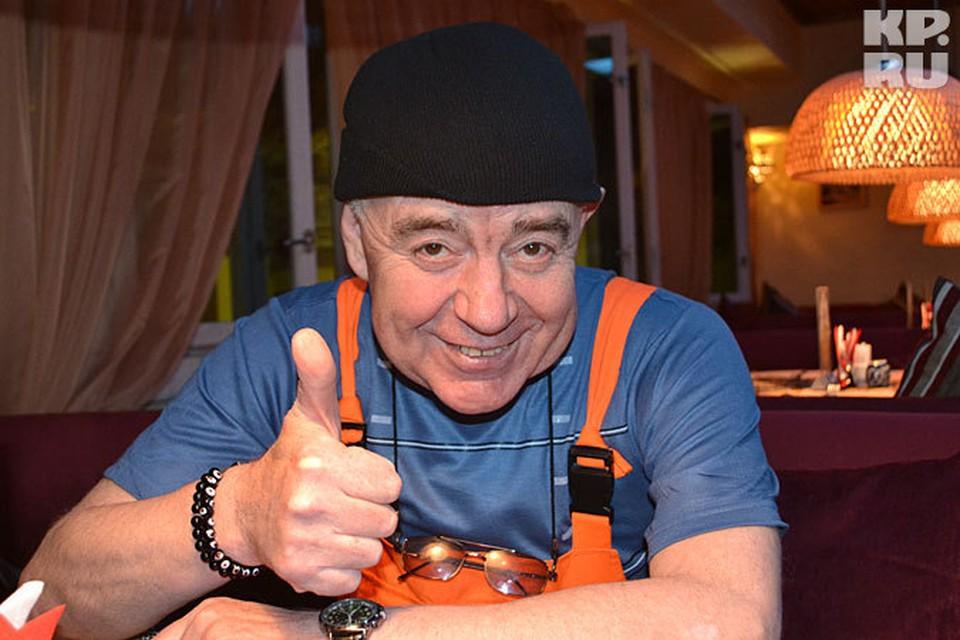 Валерий Магдьяш даже на гастролях не расстается с оранжевым комбинезоном Джамшута.